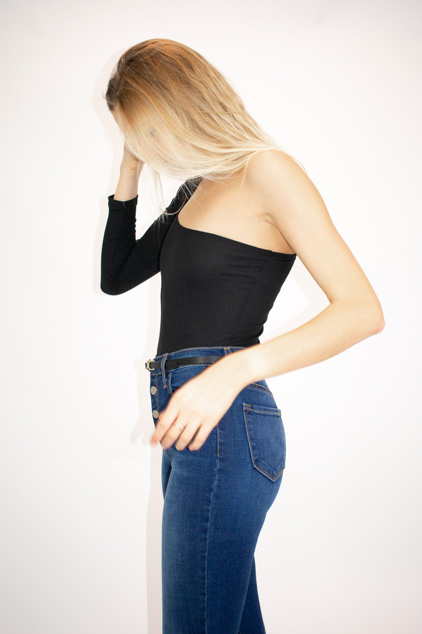 BLACK ONE SLEEVE BODYSUIT