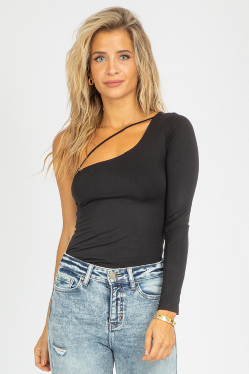 ONE SHOULDER DIAGONAL STRAP TOP