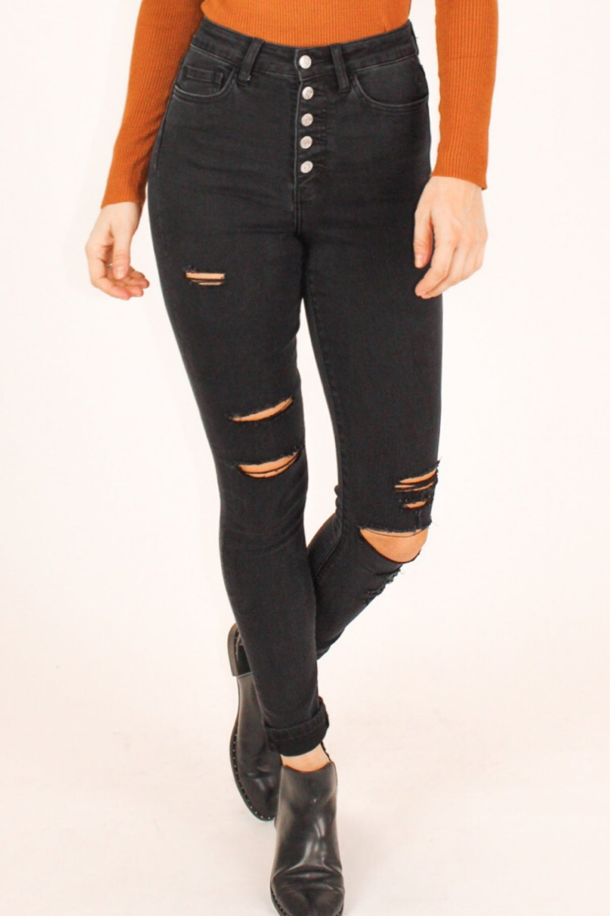 BLACK BUTTON UP DISTRESSED SKINNY JEAN