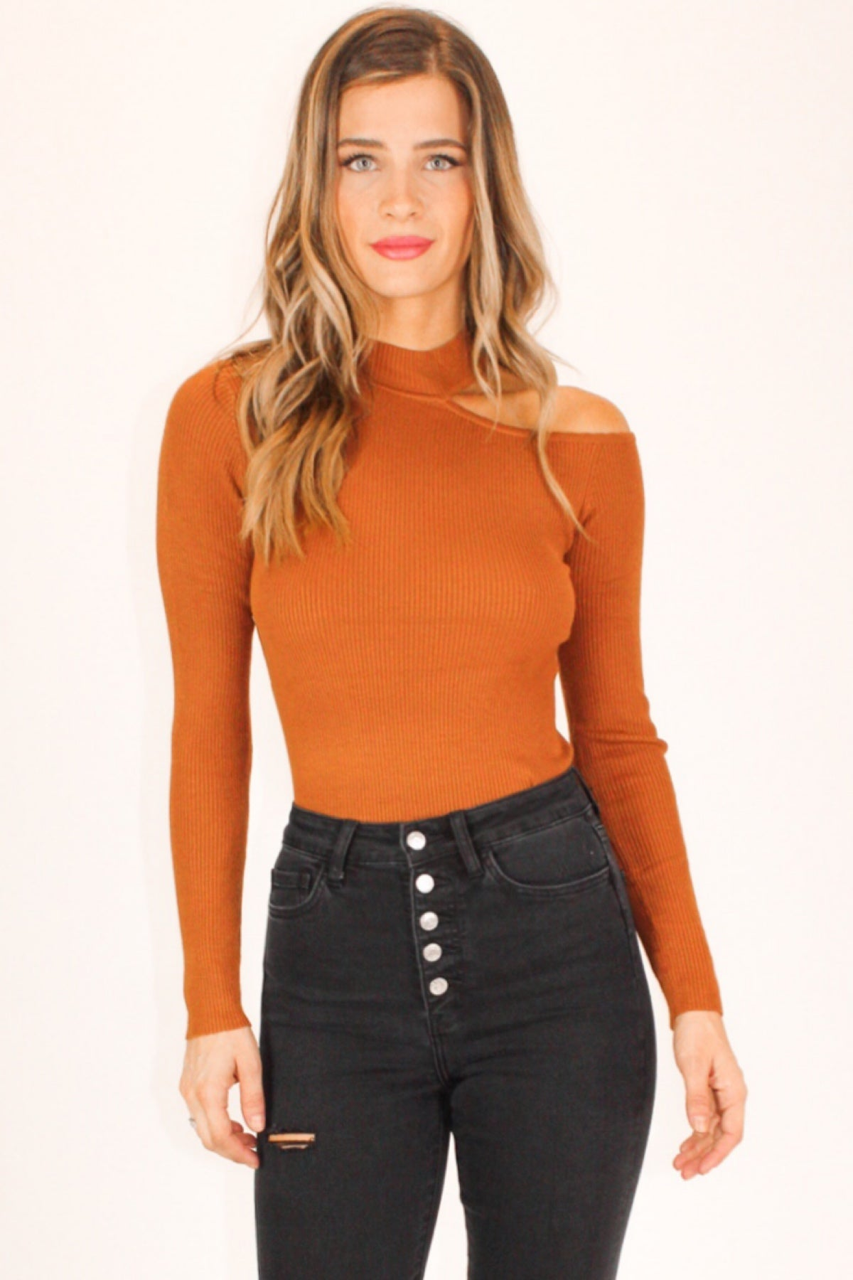 SHOULDER CUTOUT TOP IN CAMEL
