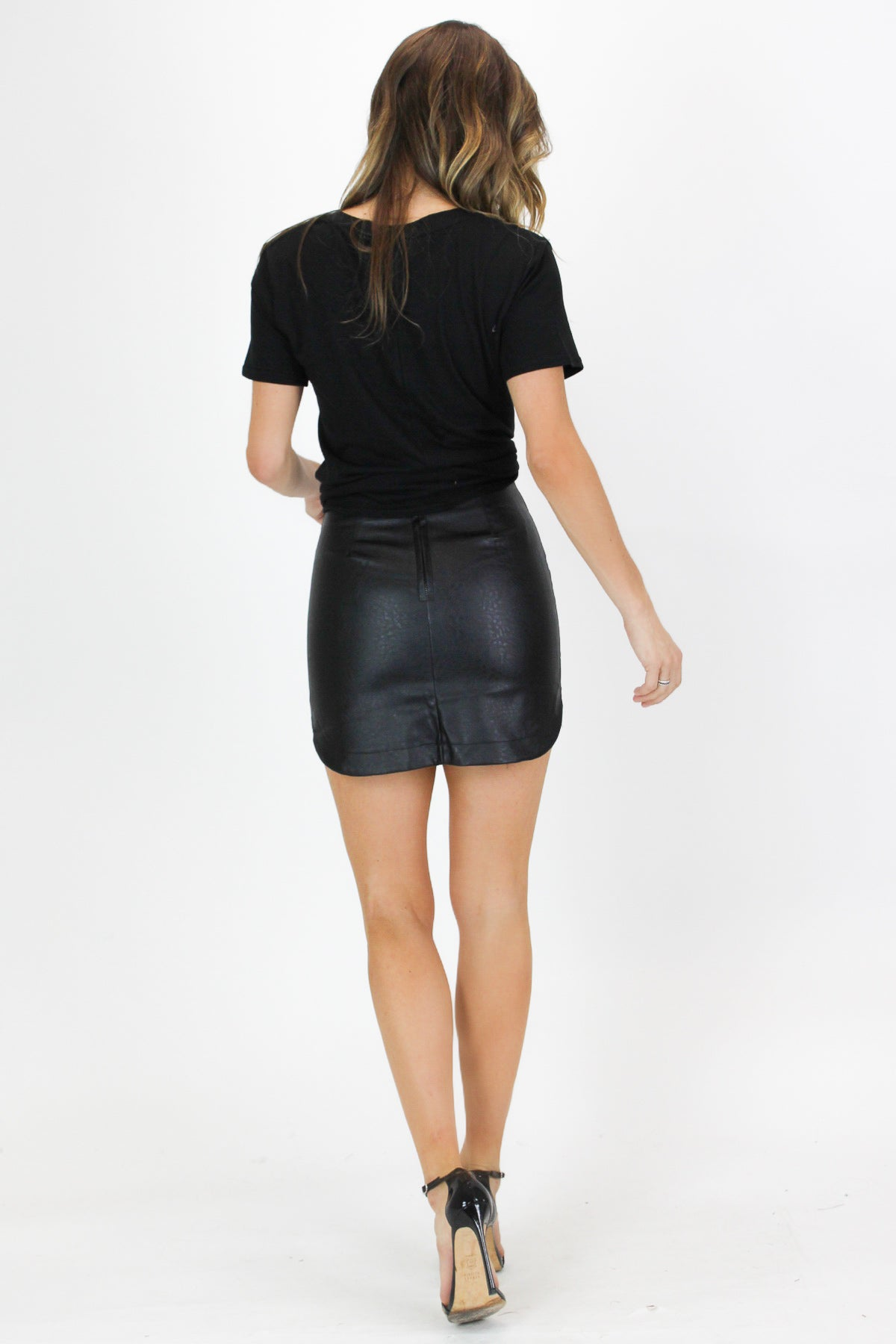 BLACK ROUND HEM MINI SKIRT
