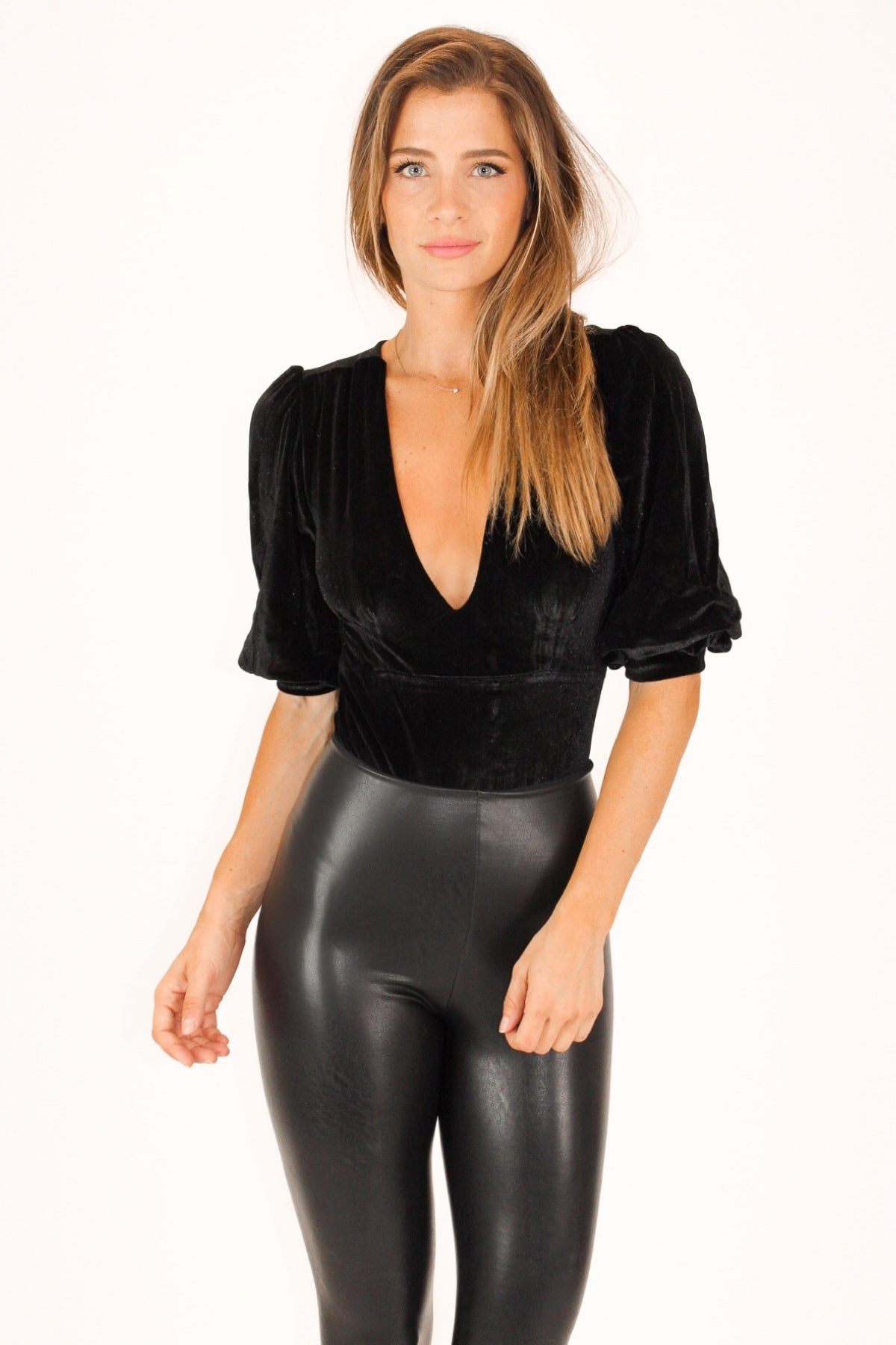 PUFF TIERED SLEEVE VELVET BODYSUIT IN BLACK