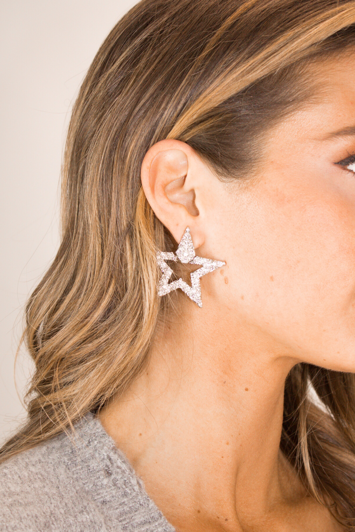 SILVER TEXTURED STAR EARRING