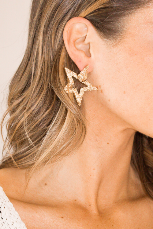 GOLD TEXTURED STAR EARRING