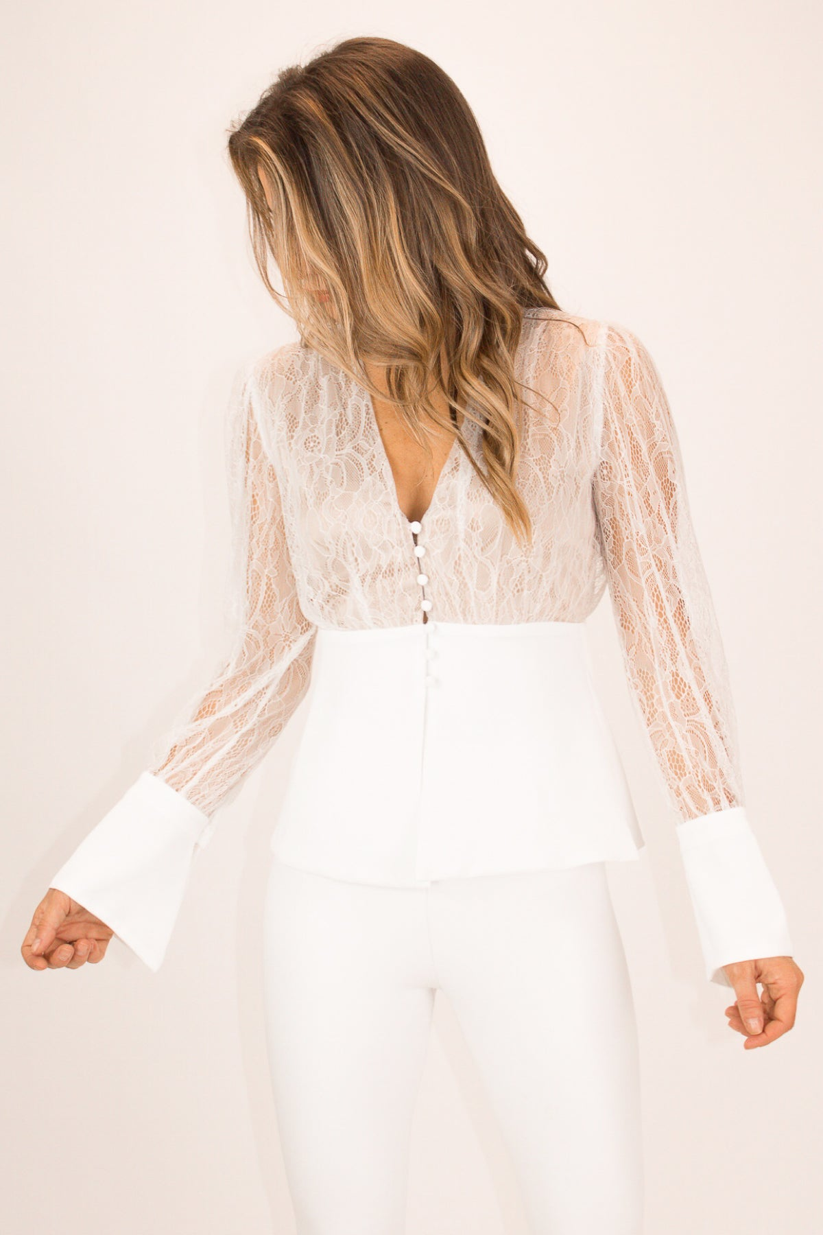 WHITE LACE BUTTON FRONT TOP
