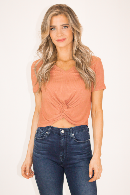 RIBBED FRONT KNOT TEE IN BRONZE