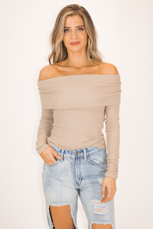 OFF SHOULDER KNIT IN BEIGE