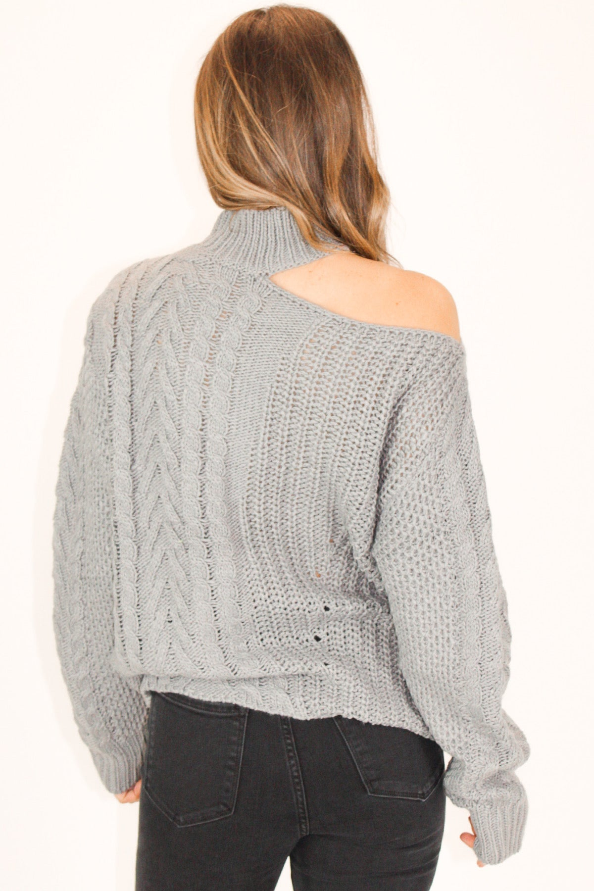CABLE KNIT CUTOUT SWEATER IN GREY