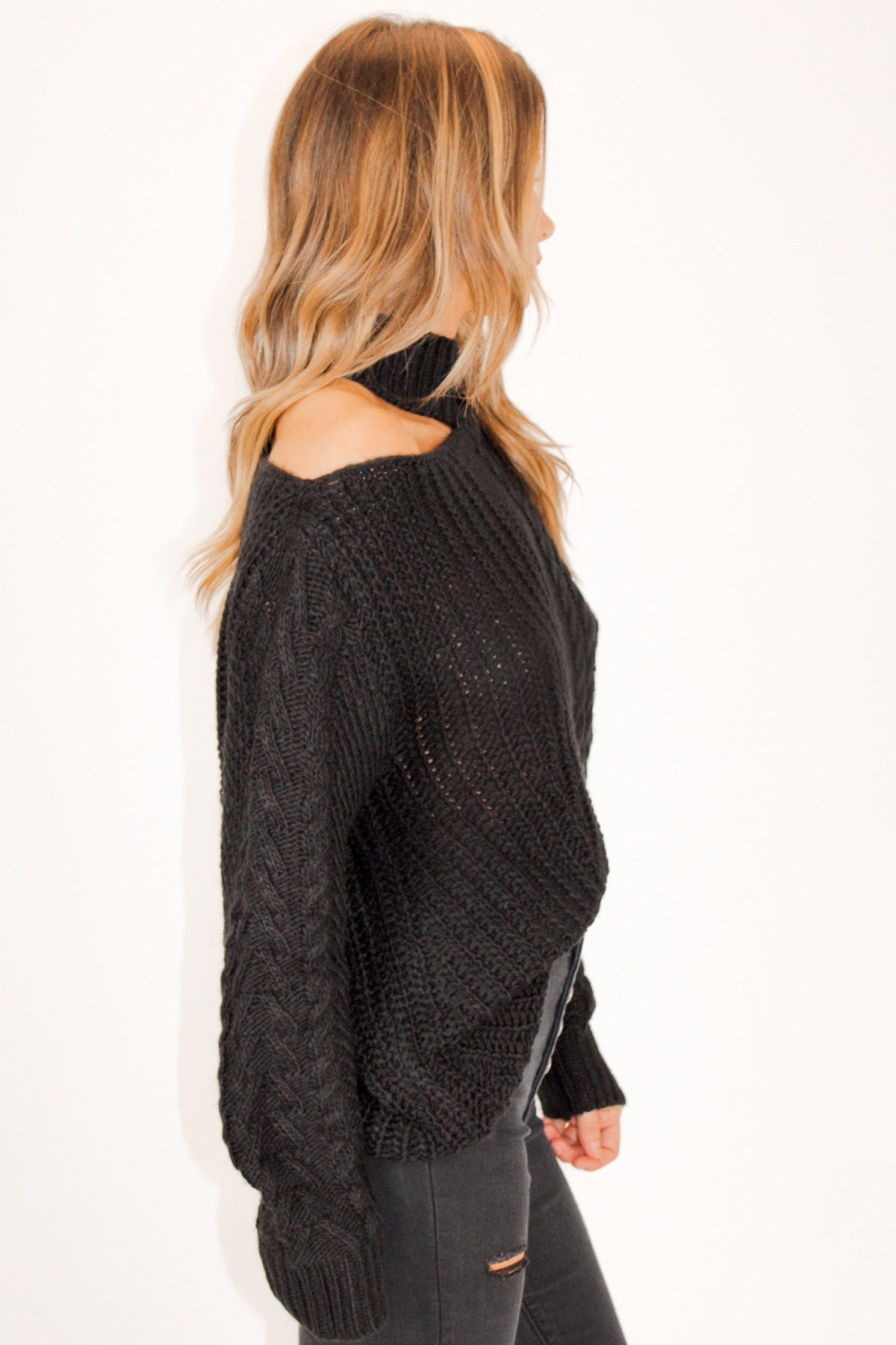 CABLE KNIT CUTOUT SWEATER IN BLACK