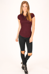 RIBBED GARNET SHORT SLEEVE TOP