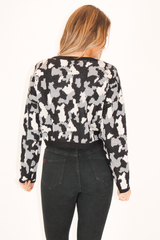 CAMO PRINT KNIT CROPPED SWEATER IN BLACK COMBO