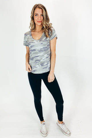 ESSENTIAL V-NECK TEE IN BLACK