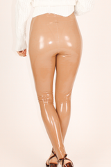 COMMANDO CONTROL FAUX PATENT LEATHER LEGGINGS IN COCOA