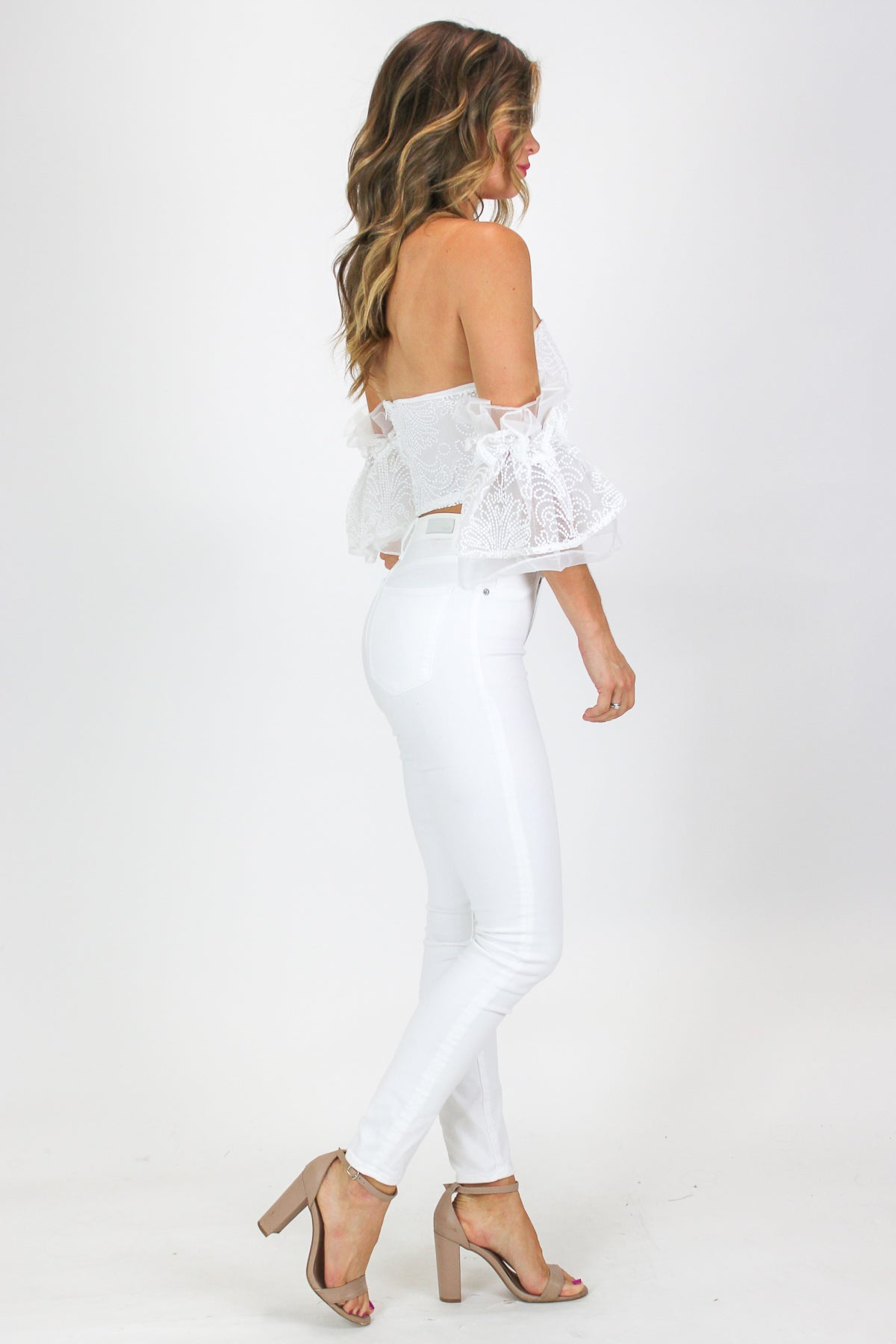 CROPPED WHITE FLUTTER SLEEVE TOP