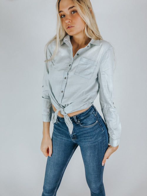 TIE BOTTOM CHAMBRAY SHIRT / FINAL CLEARANCE