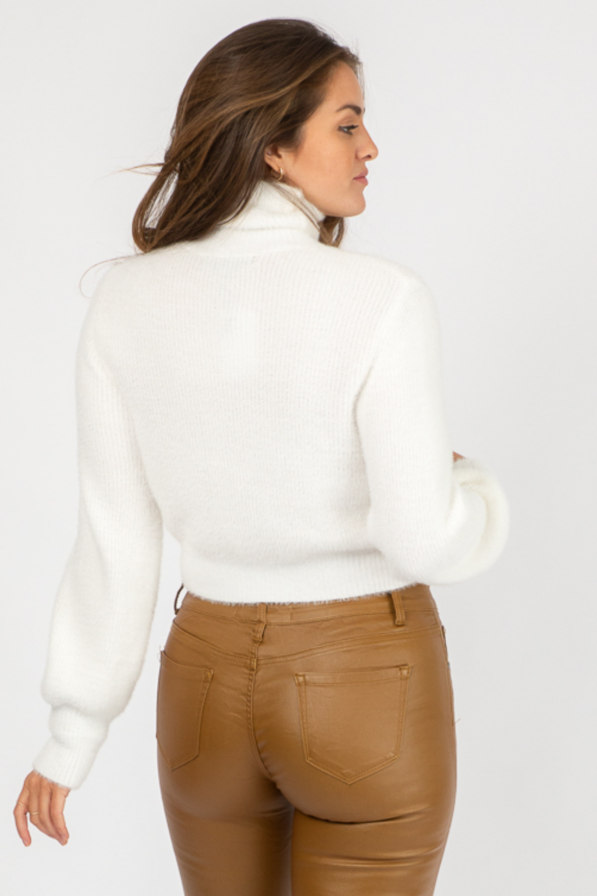 IVORY FUZZY SEMICROP SWEATER