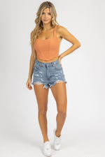 MEDIUM WASH DISTRESSED HEM DENIM SHORTS
