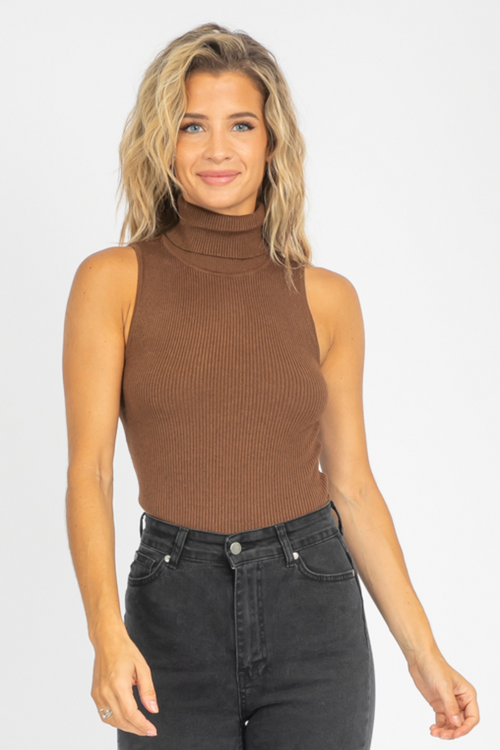 MOCHA SLEEVELESS TURTLENECK TOP
