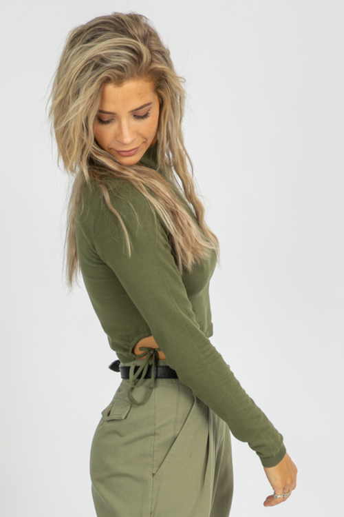 OLIVE SIDE CUTOUT KNIT TOP