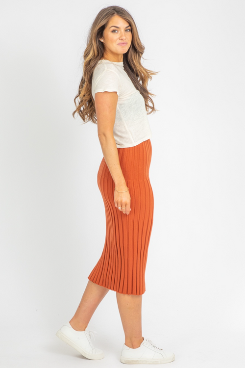 SUGAR ALMOND SLIT KNIT MIDI
