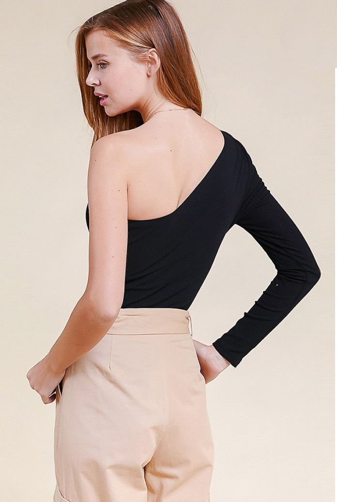 ONE SLEEVE CUT OUT BODYSUIT