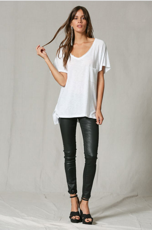 OVERSIZED POCKET FRONT V NECK TEE