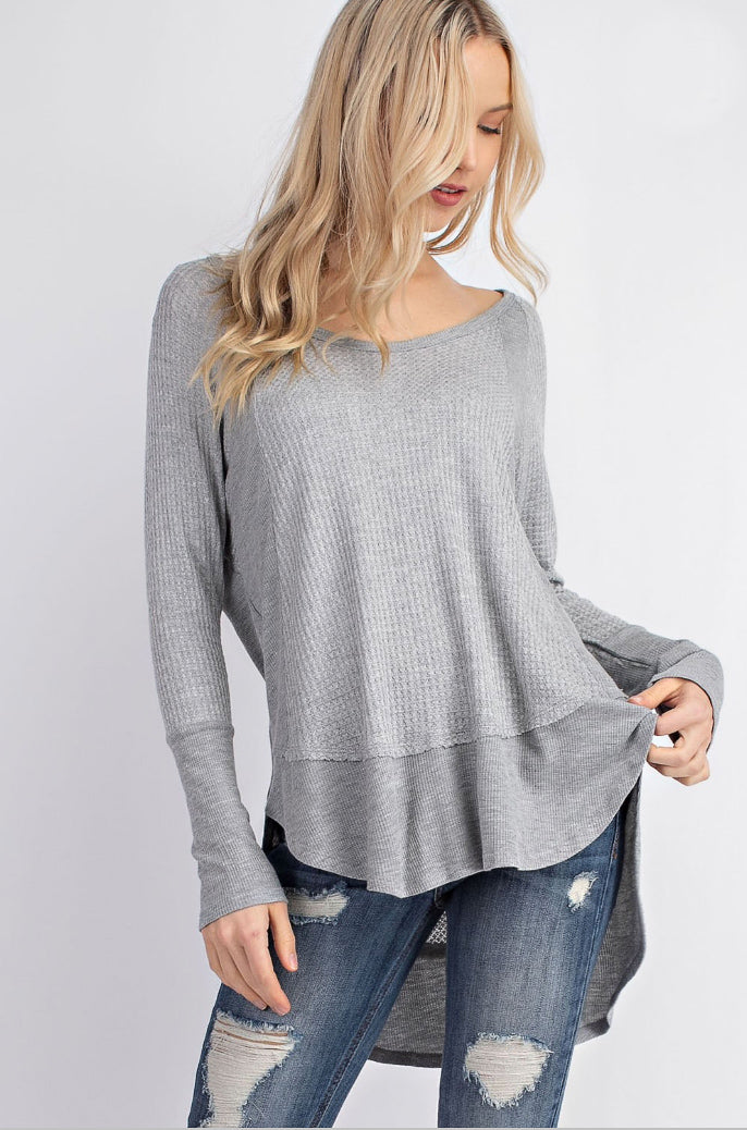 CUT HI-LO TOP IN GREY