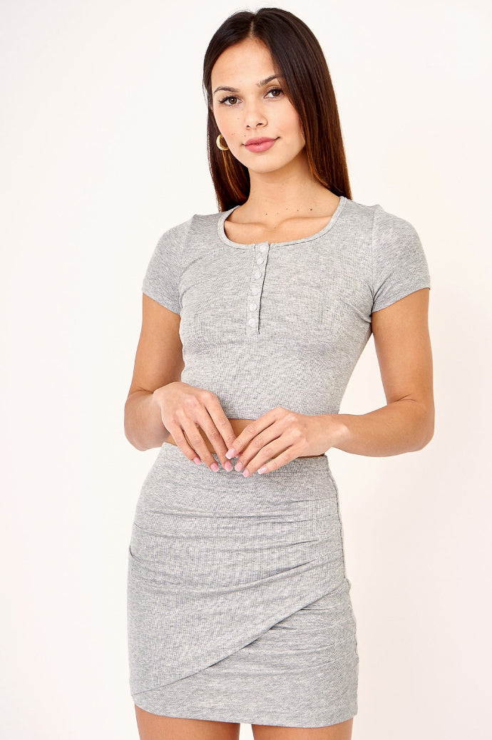 CROPPED HENLEY IN GREY