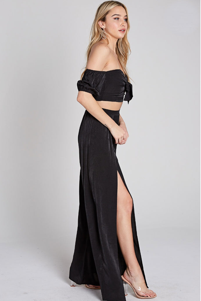 BUBBLE SLEEVE CROP AND SLIT PANT SET IN BLACK