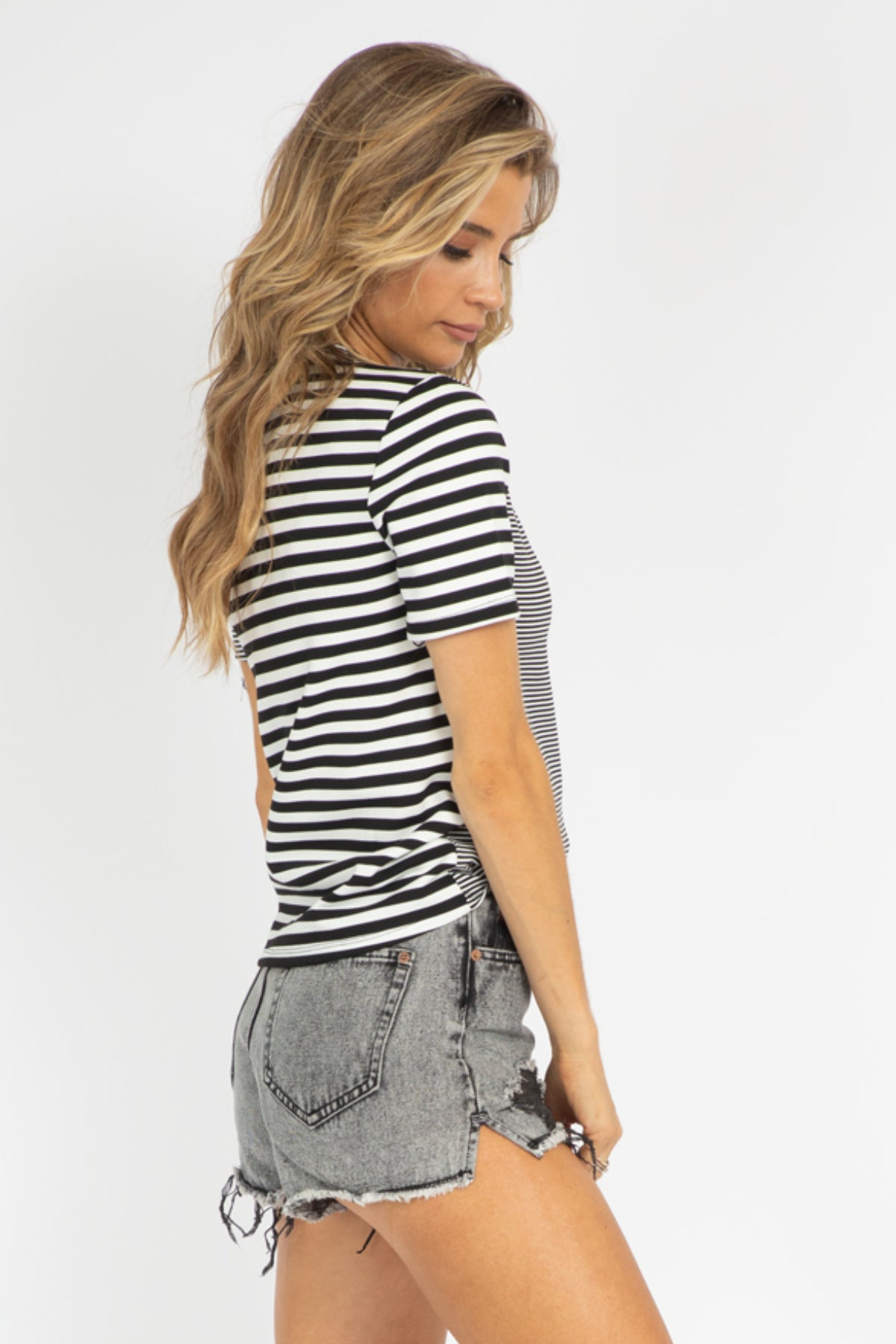 BLACK STRIPED CONTRAST TOP