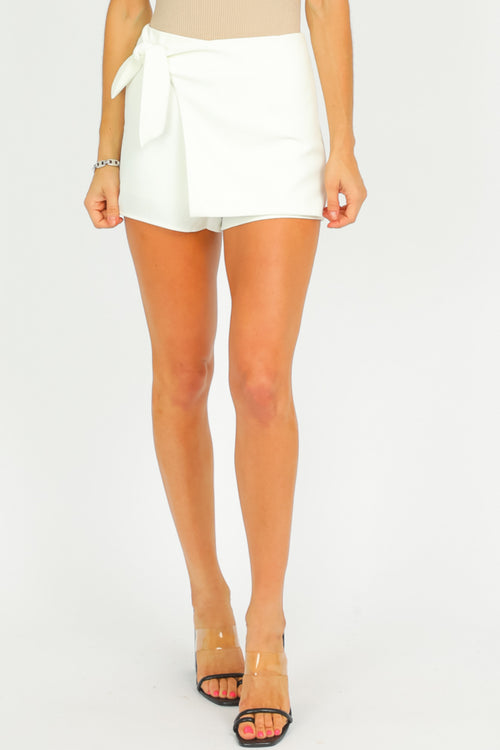 WHITE SIDE TIE SKORT