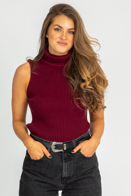 WINE SLEEVELESS TURTLENECK TOP