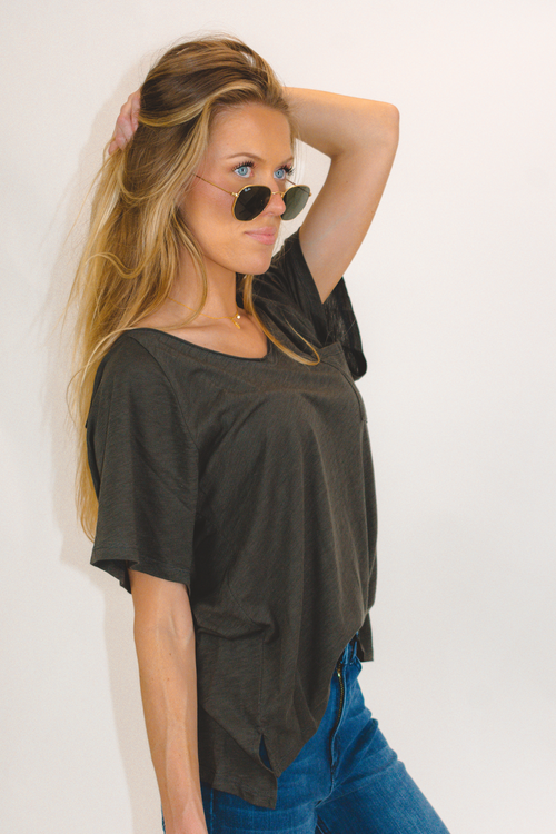OVERSIZED POCKET FRONT V NECK TEE IN CHARCOAL