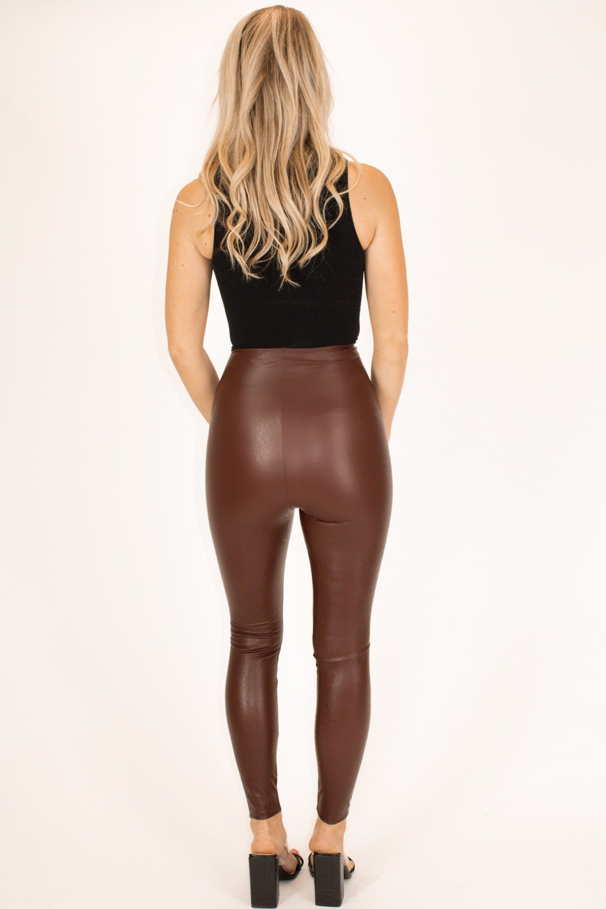 COMMANDO CONTROL FAUX LEATHER LEGGINGS IN WINE