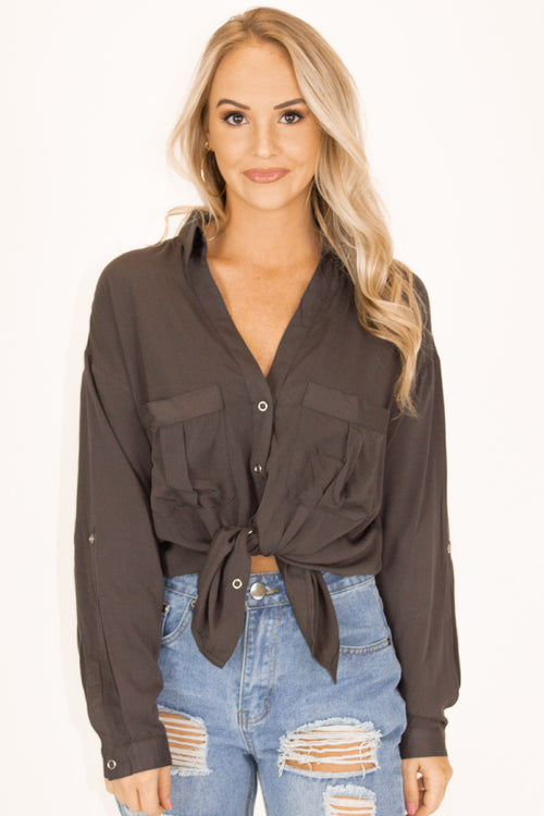 WOVEN BUTTON DOWN TOP IN CHARCOAL