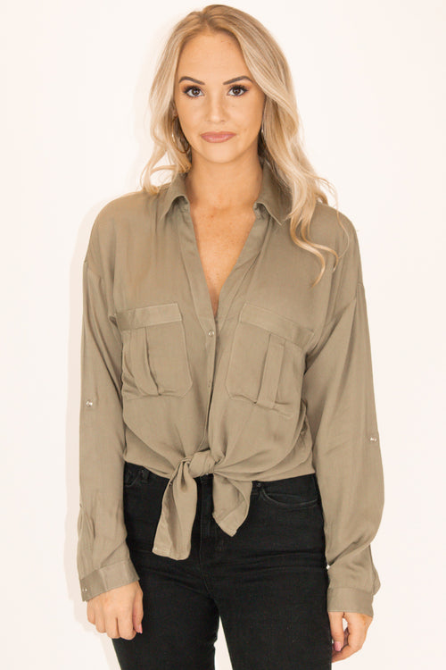 WOVEN BUTTON DOWN TOP IN OLIVE