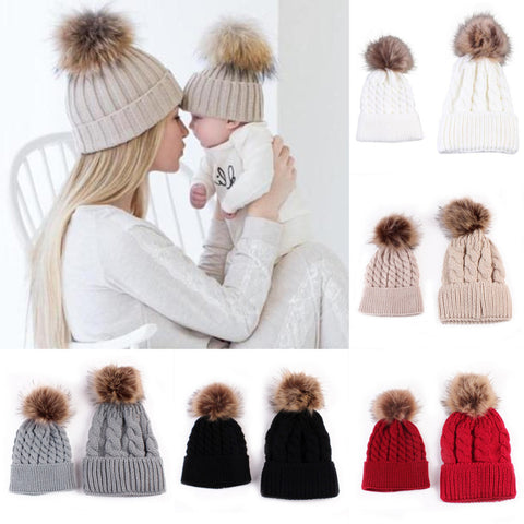 Adorable 2pcs Mother and Baby Pompom Beanies