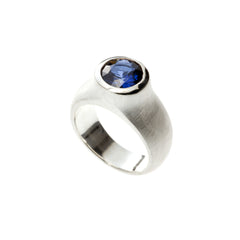 Superkarin Crater ring with synthetic sapphire