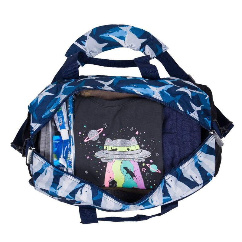 products/wildkin-overnight-duffle-bag-sharks-yum-kids-store-blue-handbag_915.jpg