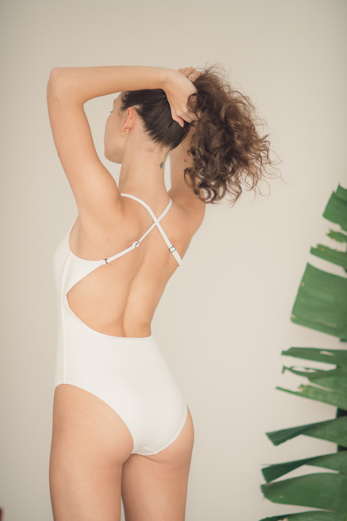 Bucas V-Scoop One Piece in Blanca