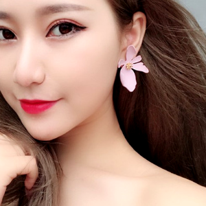Ceramic Floral Shaped Stud Earring