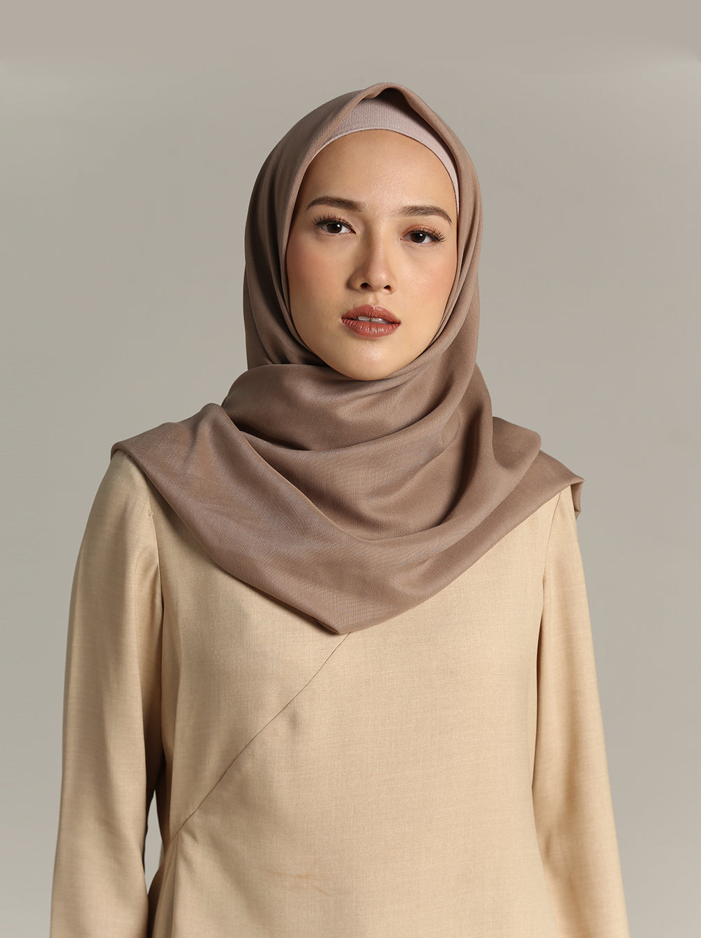 NUVOILE SCARF TAUPE