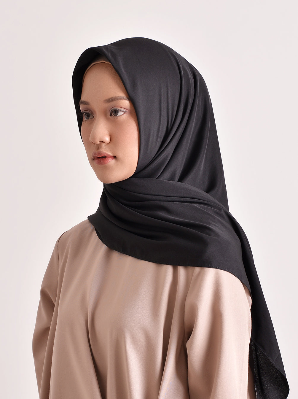 VOAL SATEEN SCARF BLACK
