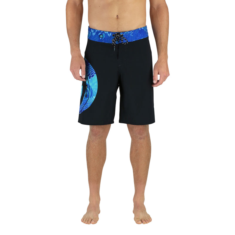 "20"" MEN'S BOARDSHORTS IN BLACK & BLUE WAVE PATTERN MODEL FRONT"