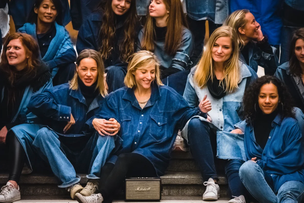 Quand le denim se conjugue au féminin