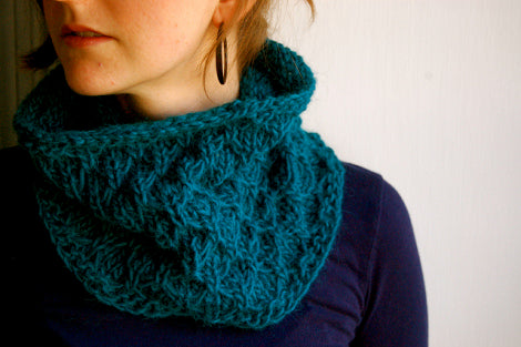 blue-green knitted cowl