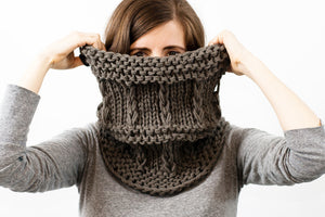 easy to knit chunky cowl knitting pattern for beginners