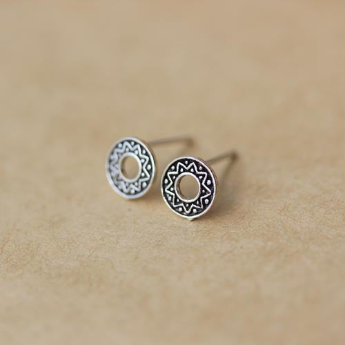 Sterling Silver Hollow Tribal Fan Pattern Circle Studs Earring-Glitters