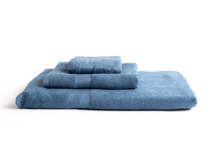 100% eco-friendly and bio-degradable Bamboo Towel. Bamboa's towel set comes in 3 pieces: a bath towel, a hand towel and a face towel. This bamboo towel set is featured in blue.