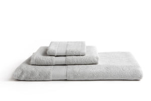 100% eco-friendly and bio-degradable Bamboo Towel. Bamboa's towel set comes in 3 pieces: a bath towel, a hand towel and a face towel. This bamboo towel set is featured in grey.